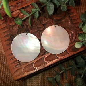 Vintage mother of pearl round earrings